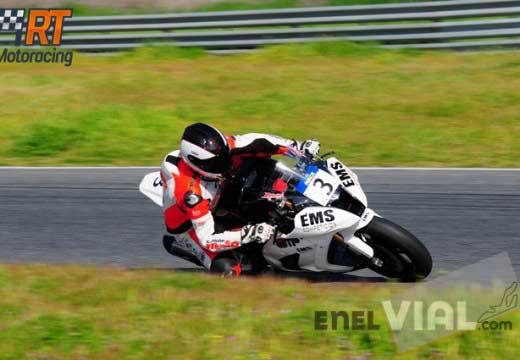 Javier Valera e Ismael Bonilla se llevan la primera carrera del Trofeo RACE