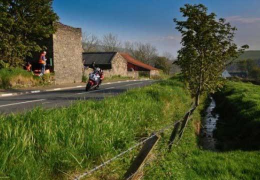 TT Isla de Man 2013: Michael Dunlop vence en Superbike