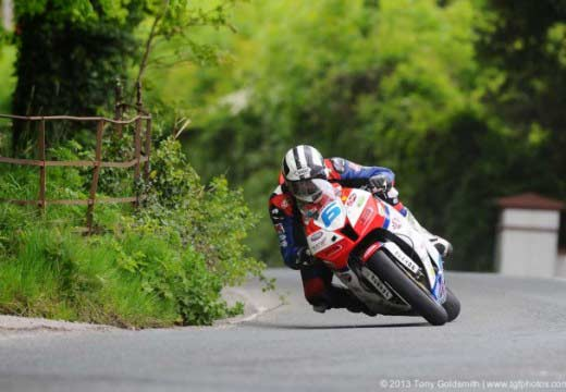 TT Isla de Man 2013: Michael Dunlop hace poker tras Supersport (Race 2)
