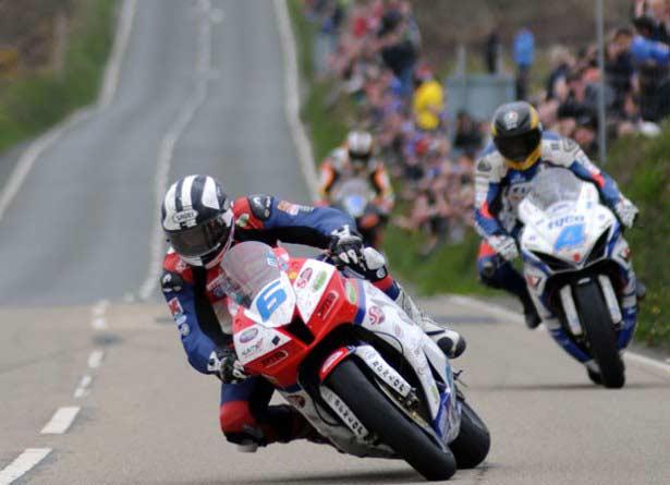 michael-Dunlop-guy-martin-TT2013-supersport