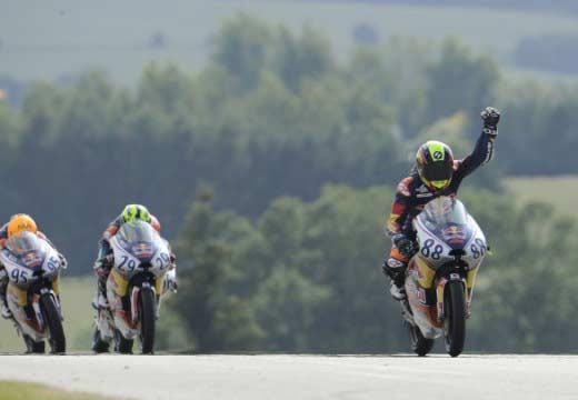 Red Bull Rookies Cup: Martín gana la primera carrera desde la pole