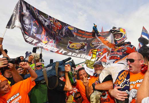 Mundial MX GP República Checa: Desalle gana en MX1, Herlings campeón
