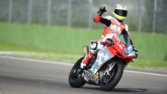 Jules Cluzel arrebata la pole a Sofuoglu en Supersport