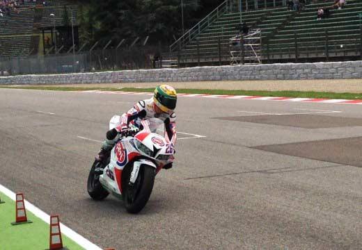 Lorenzo Zanetti logra la victoria de Supersport en Imola