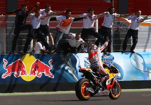 Red Bull se sube a las motos de Márquez y Pedrosa en 2015