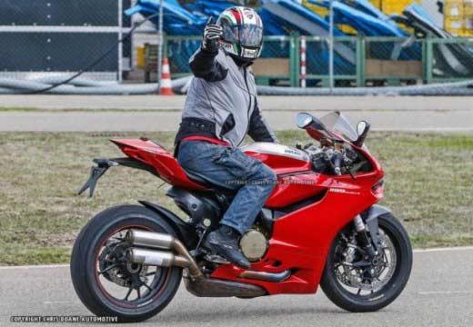 Foto espía de la Ducati 1199 Panigale R 2015